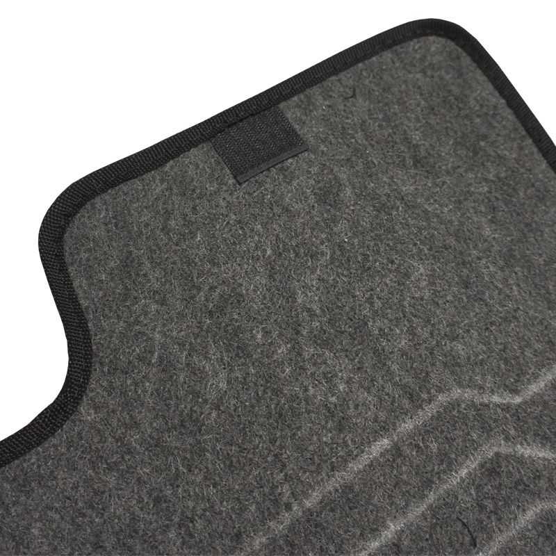 Jogo Tapete Automotivo Carpete + Lixeira Fiat Punto 2012 à 2018 Soft Logo Bordado Grafite 6 Peças