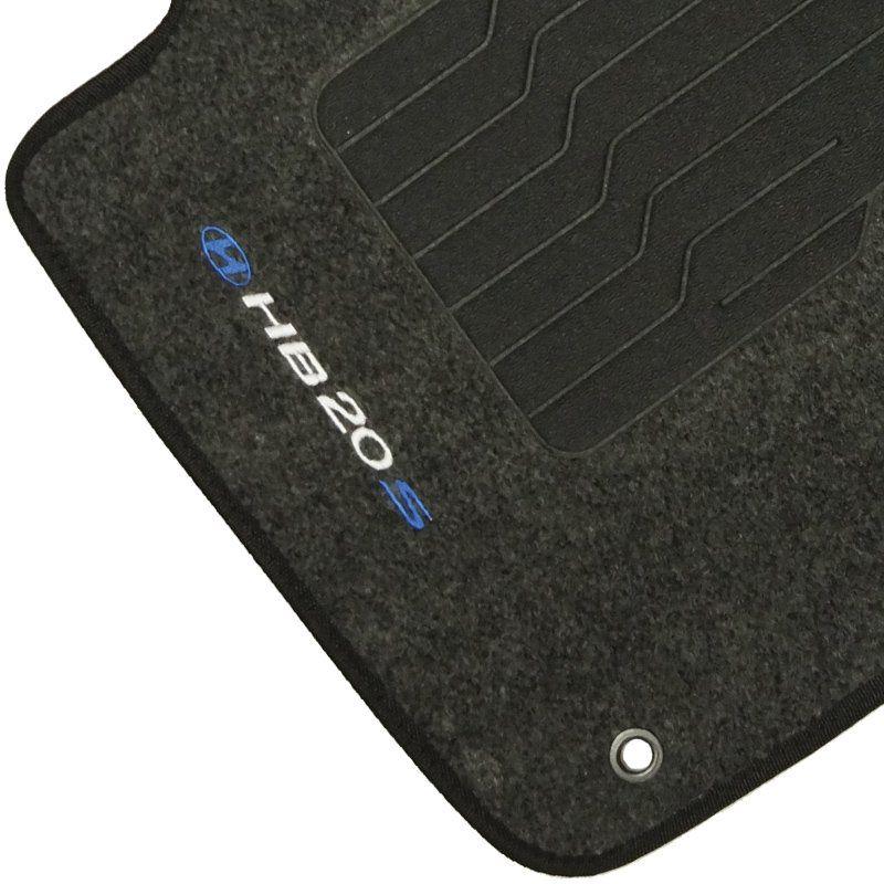 Jogo Tapete Automotivo Carpete + Lixeira Hyundai Hb20S 2014 à 2019 Soft Logo Bordado Grafite 6 Peças
