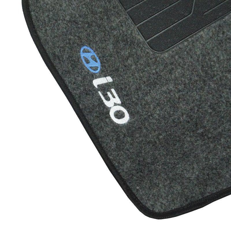 Jogo Tapete Automotivo Carpete + Lixeira Hyundai I30 2010 à 2012 Soft Logo Bordado Grafite 6 Peças
