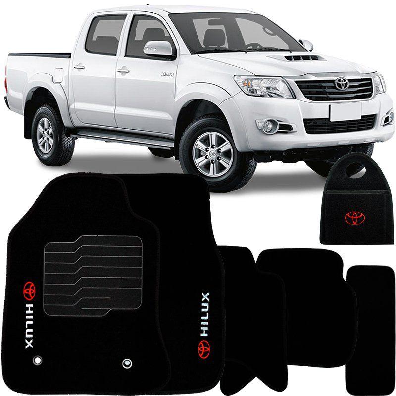 Jogo Tapete Automotivo Carpete + Lixeira Toyota Hilux 2006 à 2015 Soft Logo Bordado Preto 6 Peças