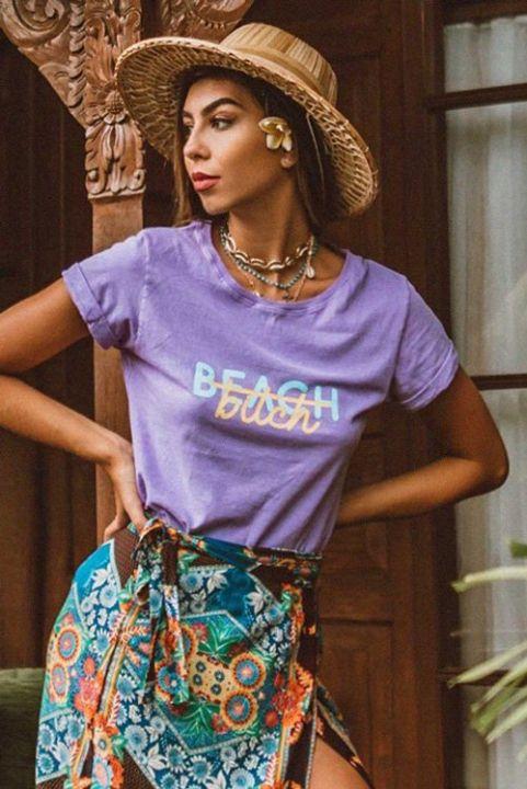T-shirt Lilás Beach, Bitch