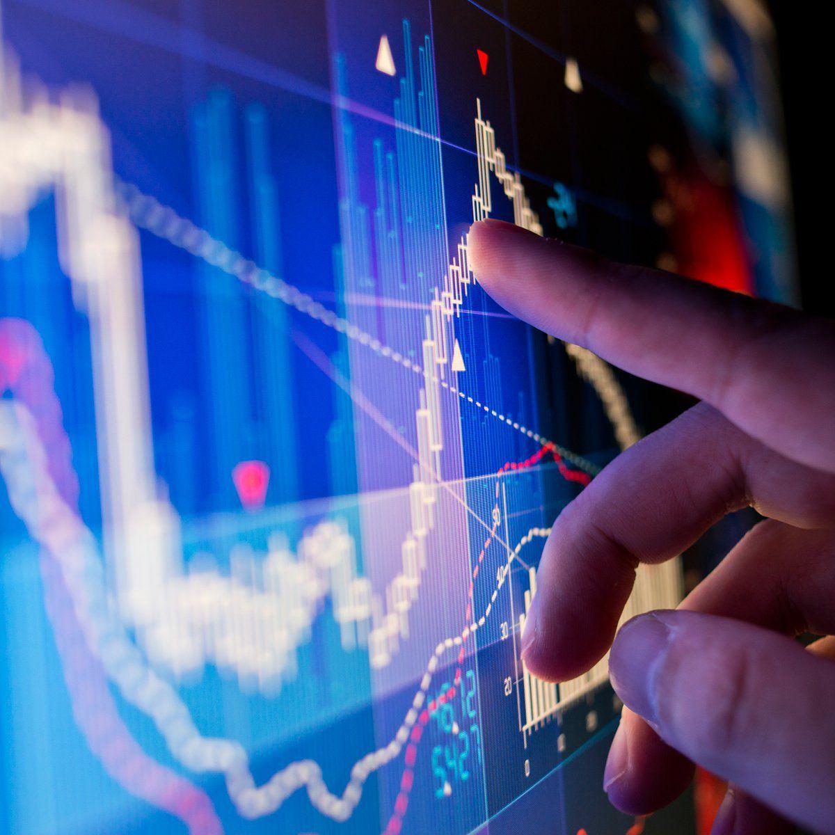 Táticas de Investimento no mercado de ações   - PUC Minas