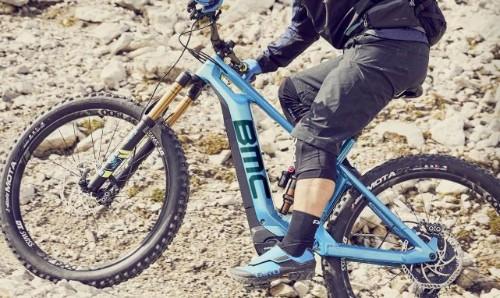pessoa de bicicleta