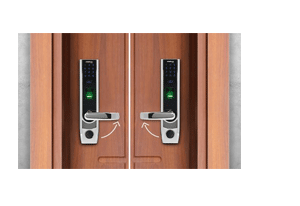 Escolha o lado de abertura da porta com o Fechadura Digital com Aplicativo Intelbras FR 500