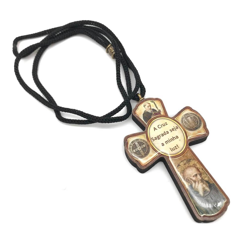Crucifixo Cruz São Bento Resinada No Cordão