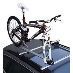 Rack de teto para bicicleta em alumínio Kiussi tirando a roda dianteira