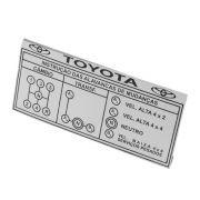 Plaqueta do painel com indicações de câmbio 5 marchas com reduzida na cor prata Toyota