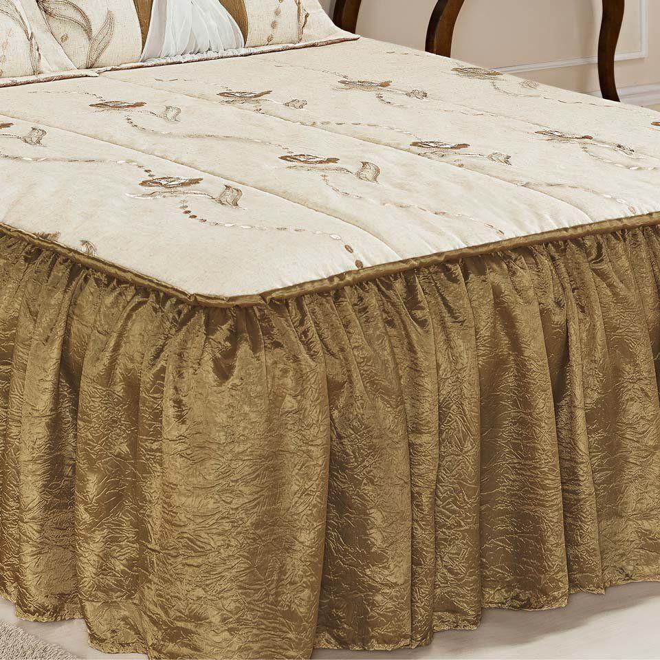 Colcha Casal Queen Serena 03 Peças Tecido Rustico e Seda com Porta Travesseiro com Detalhe em Voil e Metal - Ouro Velho