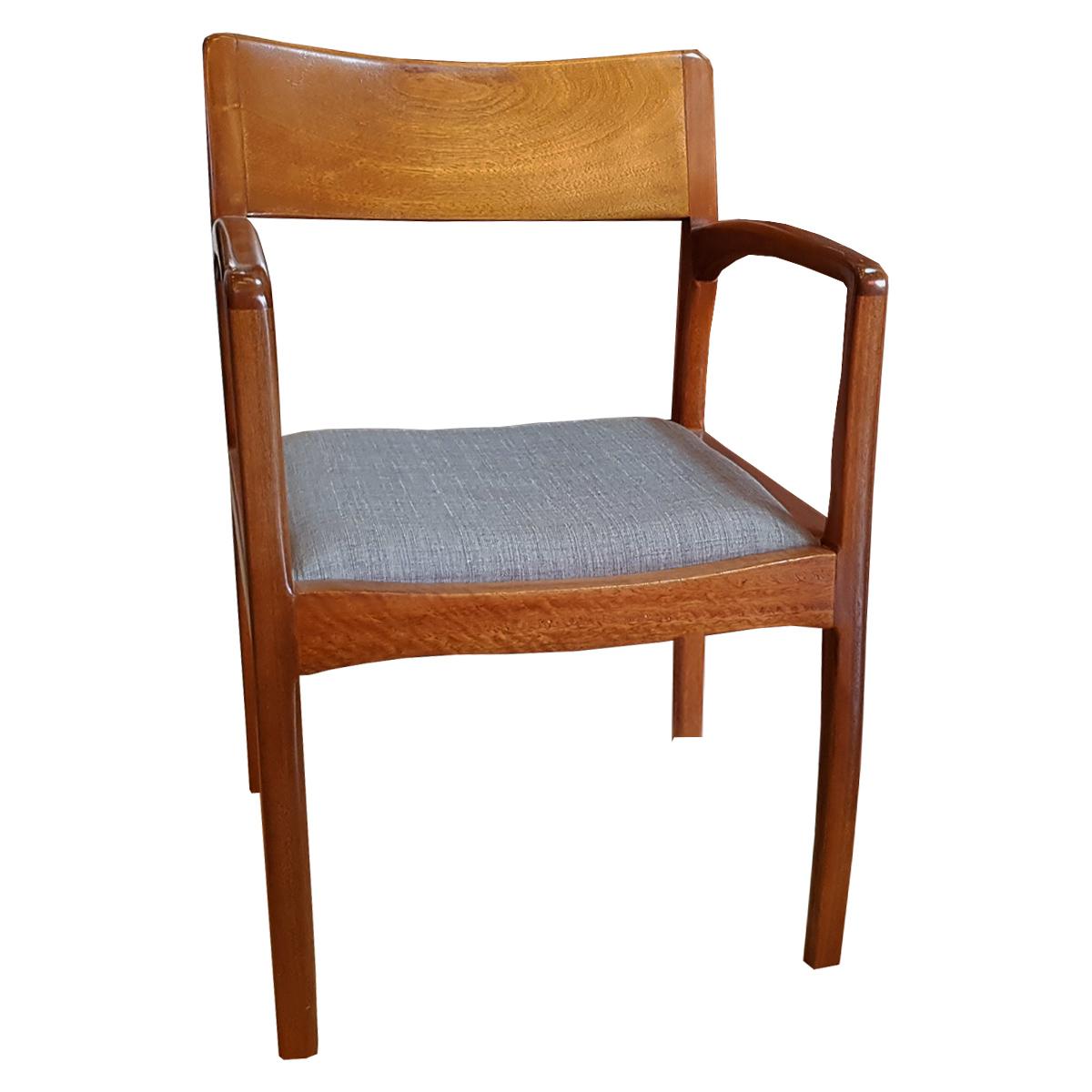 Cadeira Adrian Estofada