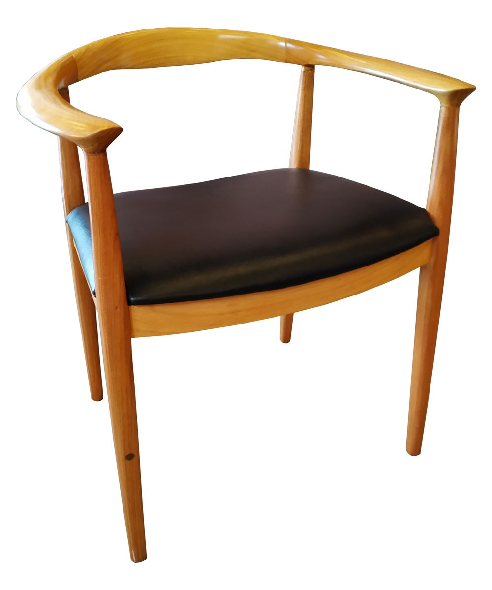 Cadeira Nívea em Madeira com Assento em Corino Estofado