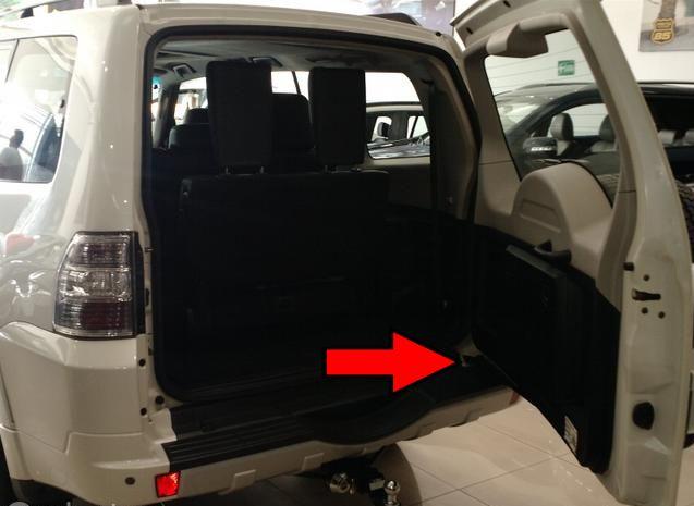 Amortecedor da tampa traseira porta mala Pajero Full 3.8 e 3.2 Apos 2006 Original 5822A001