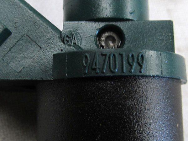 Bico Injetor Volvo V40 S40 1.9t Turbo À Gasolina De 2000 À 2004 - 9470199
