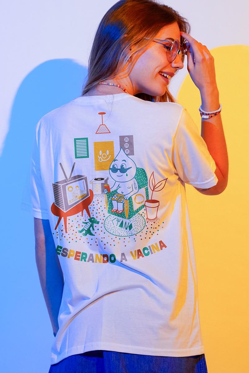 T-shirt Feminina Fresno Esperando a Vacina