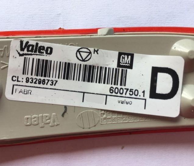 Refletor direito do parachoque só refletivo original Valeo GM 93296737 Corsa Hatch G2 2002 2003 2004 2005 2006 2007 2008 2009 2010 2011 2012  - Farecar Comercio