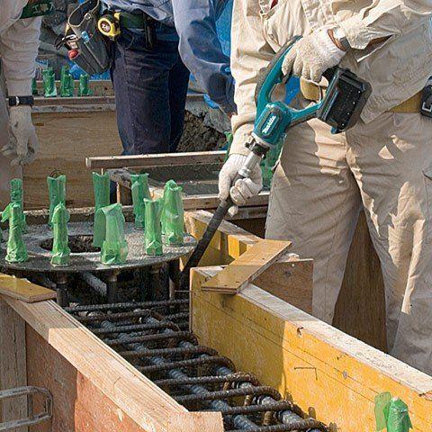 Vibrador de Concreto à Bateria 18V BVR350RFE - MAKITA  - COLAR