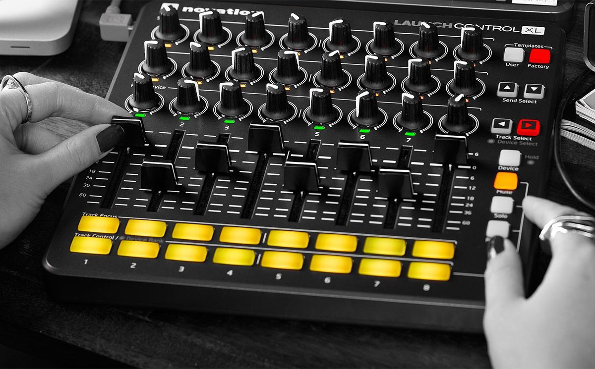 Novation Launch Control XL MK2 Controladora Dj 8-Canais 24-Knobs Ableton Live