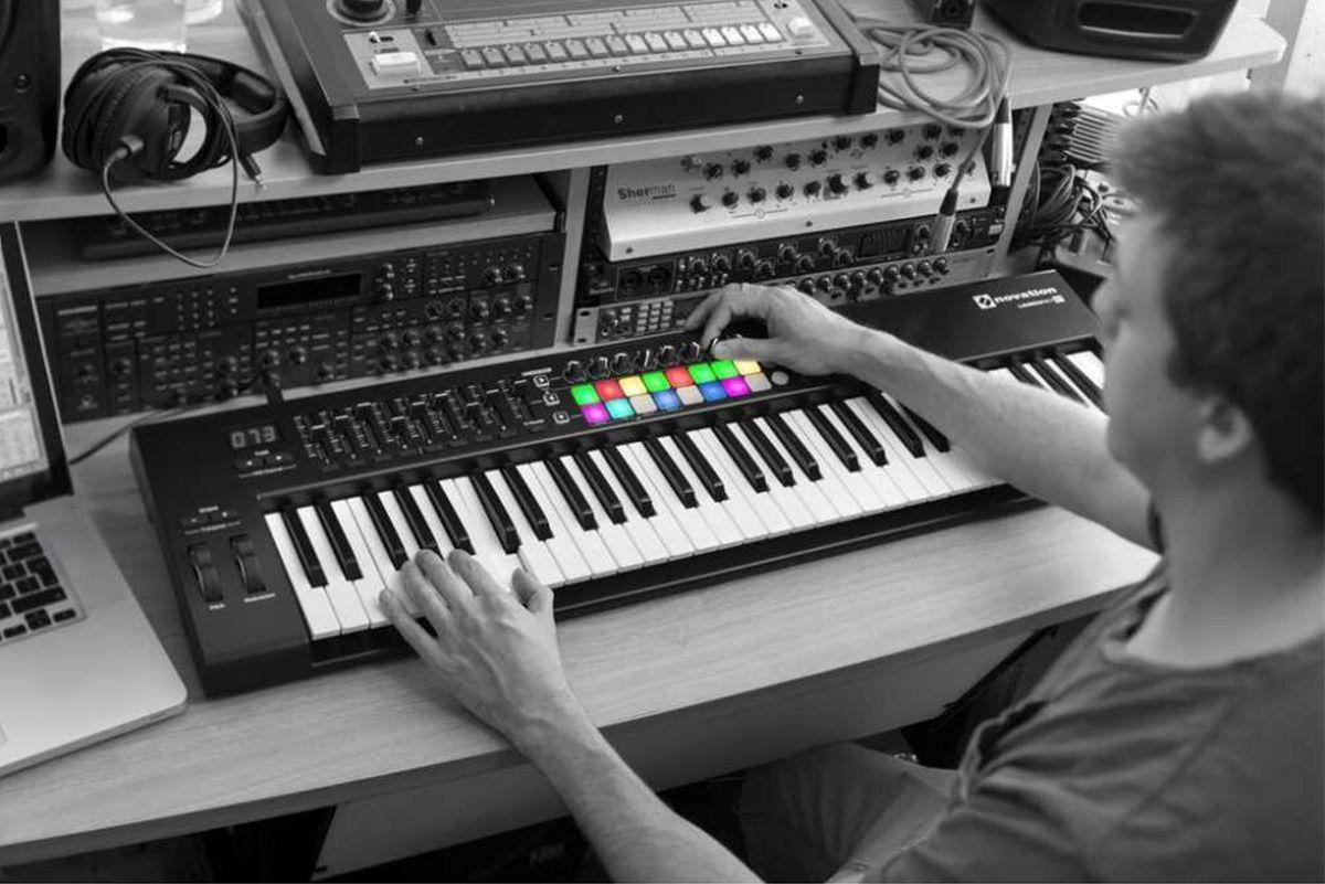 Novation Launchkey 61 MK2 Controladora Midi para Produção Musical Profissional