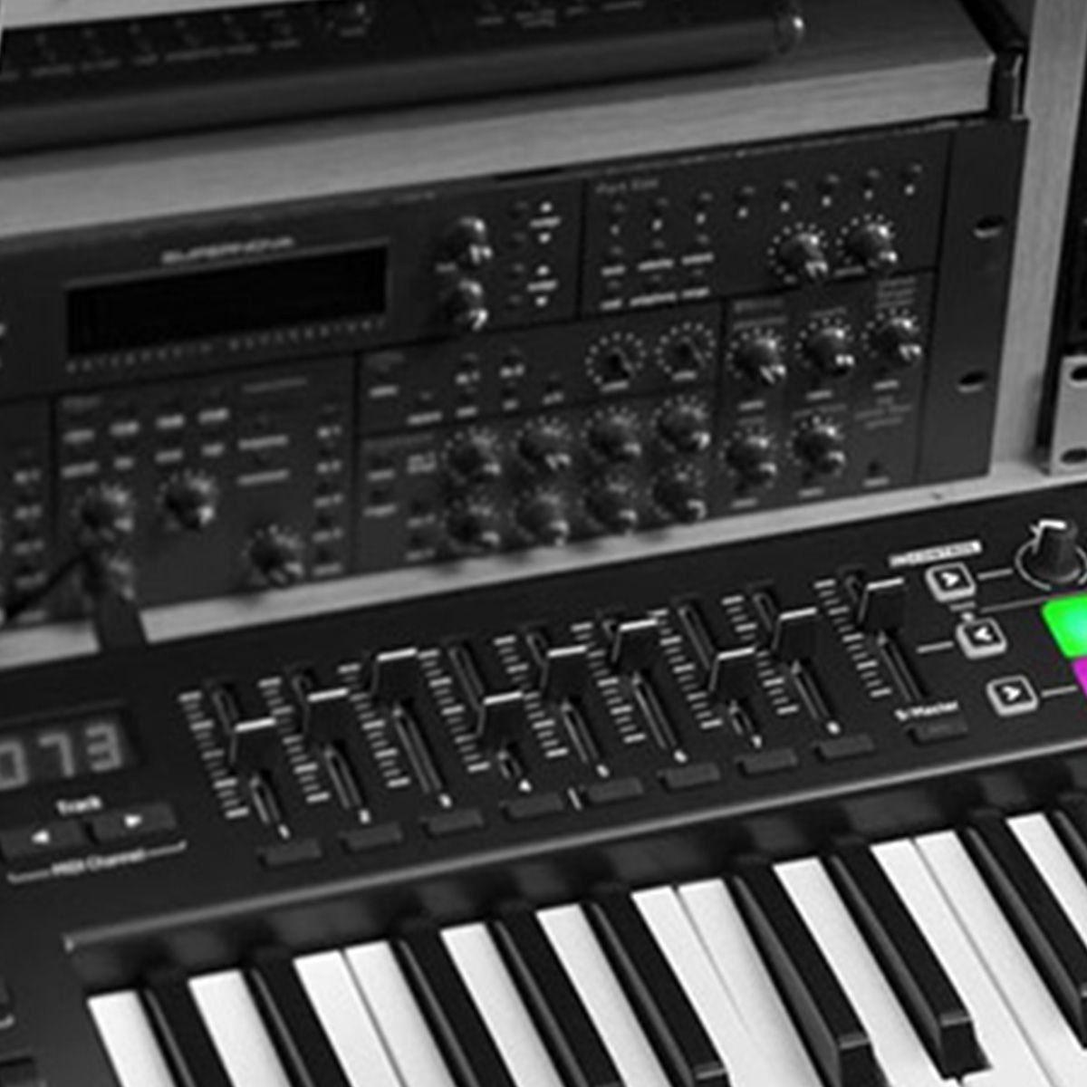 Novation Launchkey 49 MK2 Controladora Midi Usb Profissional para DJ e Produtores