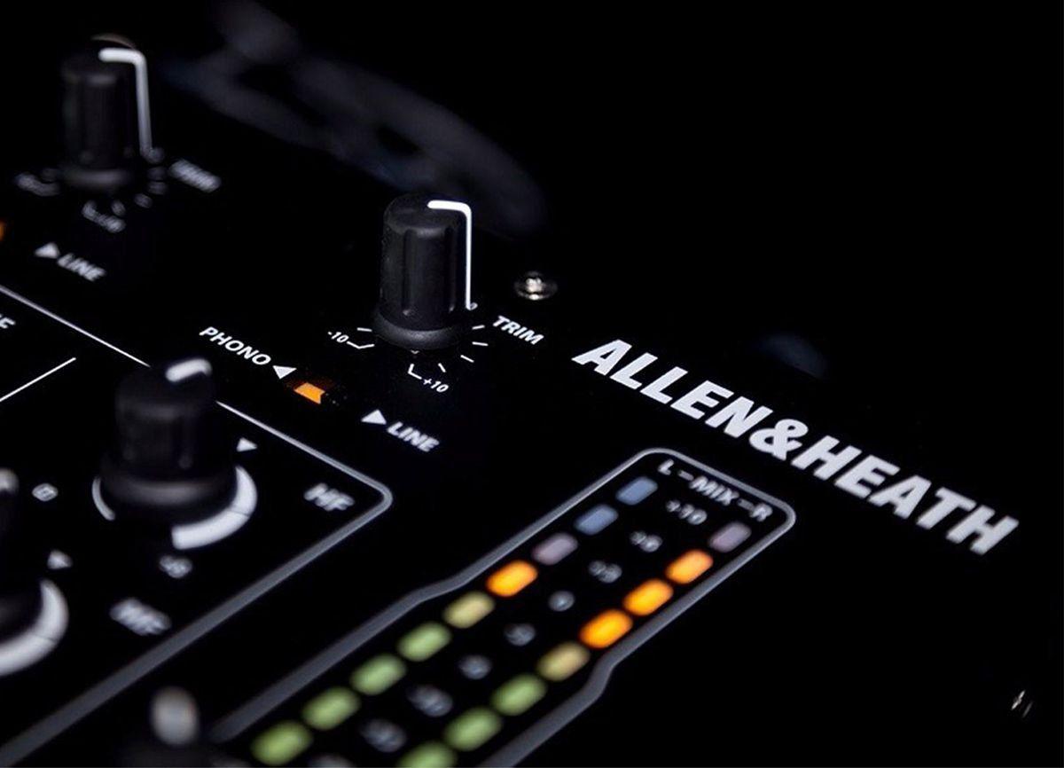 Allen Heath Xone 43 Mixer Allen Heath Xone-43 com 4 Canais