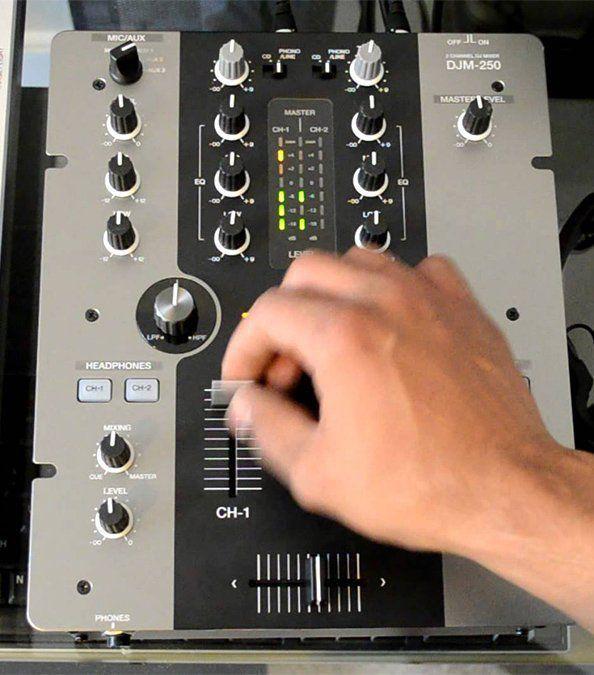 Pioneer DJM 250  Mixer DJM-250 Profissional de dois Canais e Entrada RCA