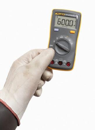 Multímetro digital portátil 106 IV  600V