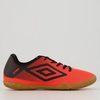 Chuteira Umbro Game Futsal Juvenil Coral e Preta
