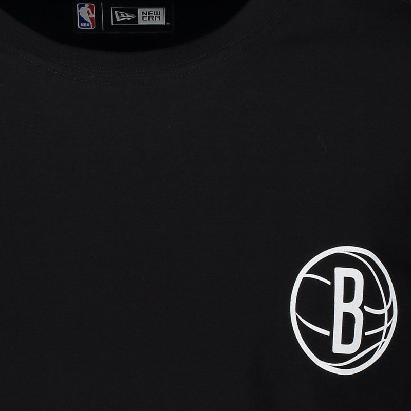 Camiseta New Era NBA Brooklyn Nets Escudo Preta - FutFanatics b2b31fb2a9cfb
