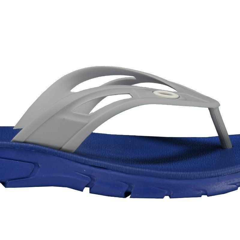 86b225f93bee8 Chinelo Oakley Rest Azul - FutFanatics