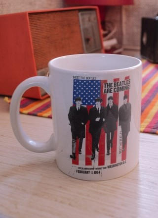 Caneca The Beatles Are Coming!