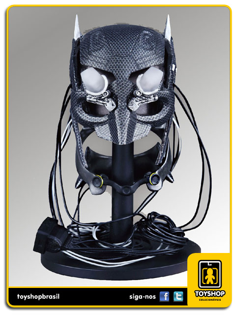 Batman v Superman Dawn of Justice: Batman with Tech Cowl - Hot Toys
