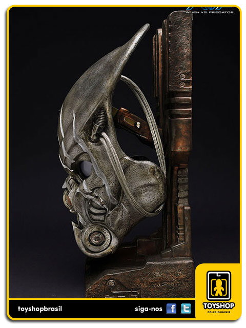 AVP Alien Vs Predator : Battle Damaged Celtic  Mask Replica 1:1 - Sideshow Collectibles