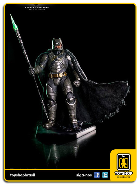 Batman v Superman Armored Batman Battle Damaged 1/10 Art Scale Iron Studios