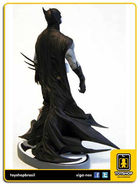 Black and White: Estátua Batman Jae Lee - DC Collectibles