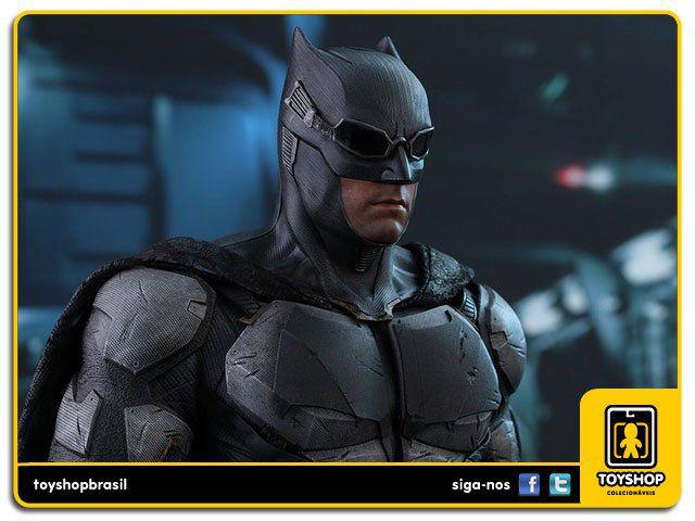 Justice League Tactical Batsuit Batman  Hot Toys