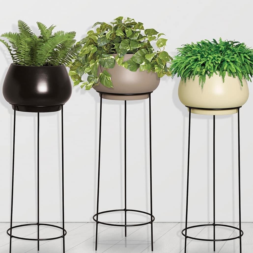 Conjunto Vaso de Chão em Cerâmica Redondo cor Clear Coffe com Suporte de Ferro Preto