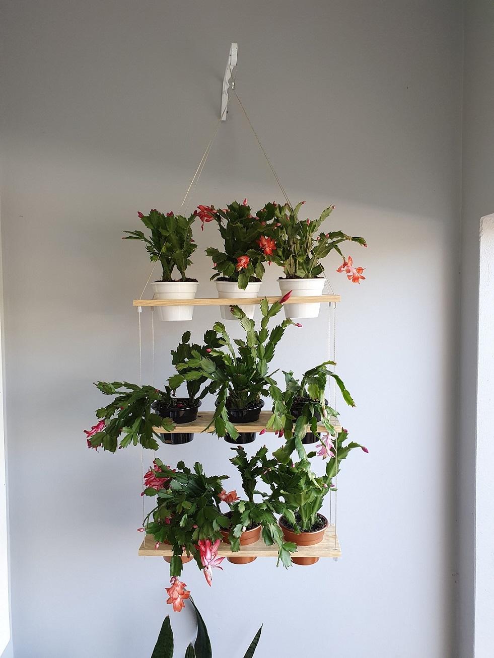 Suporte Jardim Suspenso de Madeira para 9 vasos