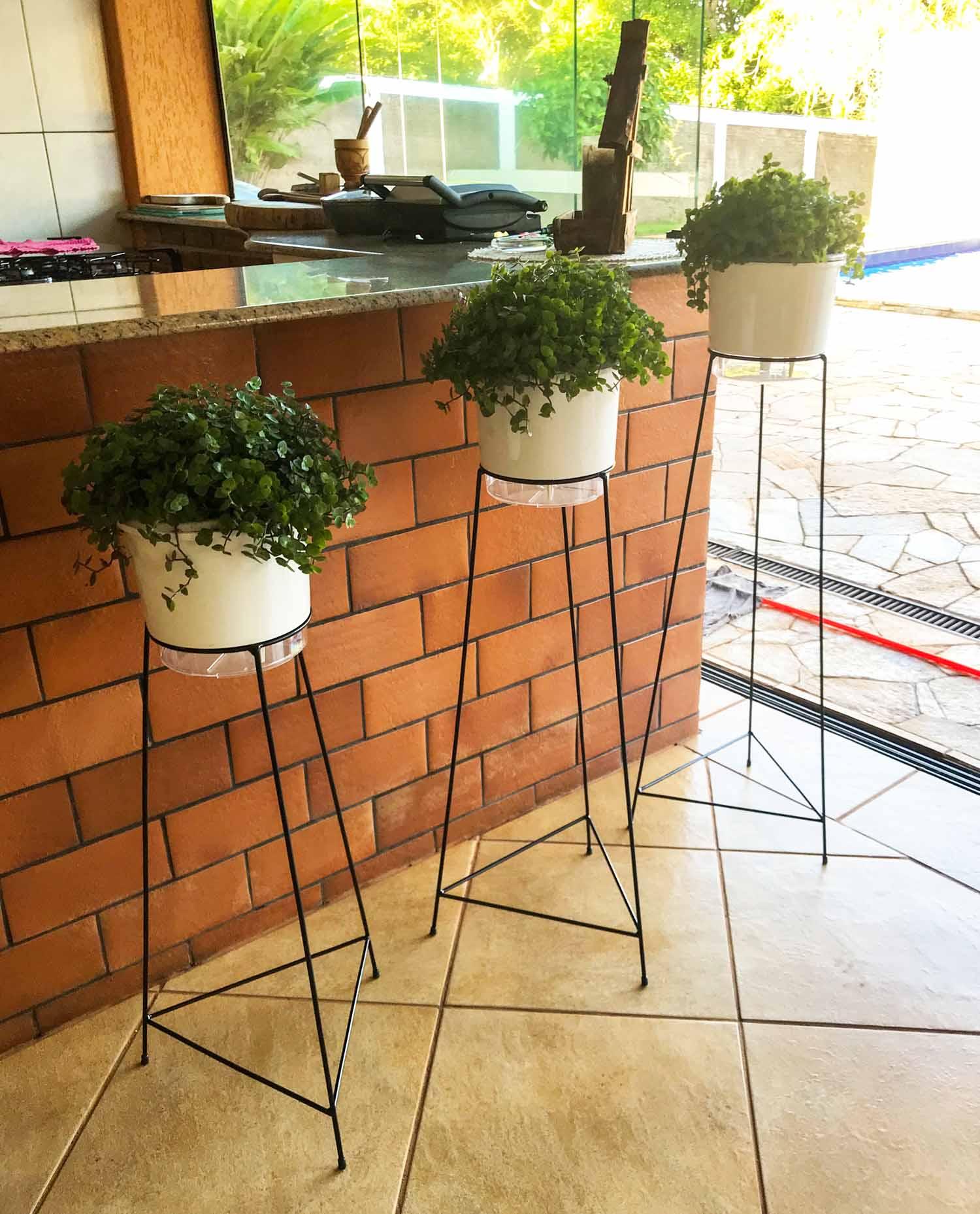 Suporte Tripé Triangular Preto 90cm para Vaso Autoirigável Grande N04 Raiz