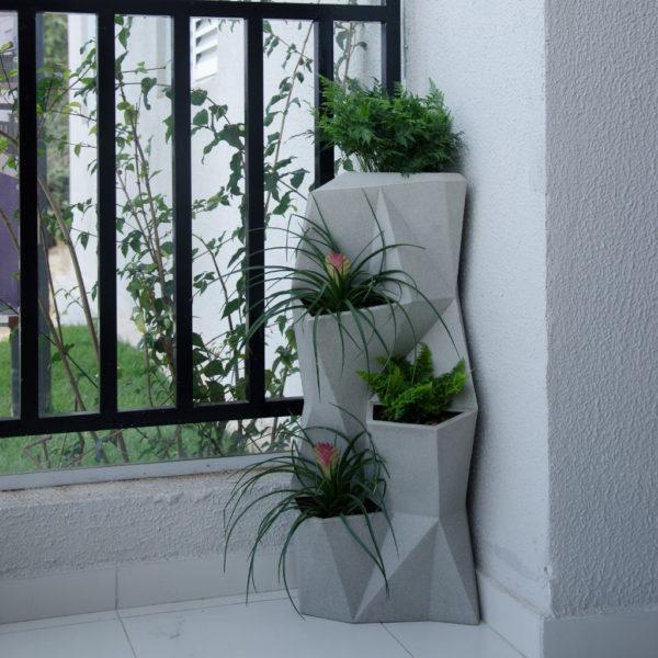 Vaso Vertical Angolo 32 76cm x 33cm Cor Cimento