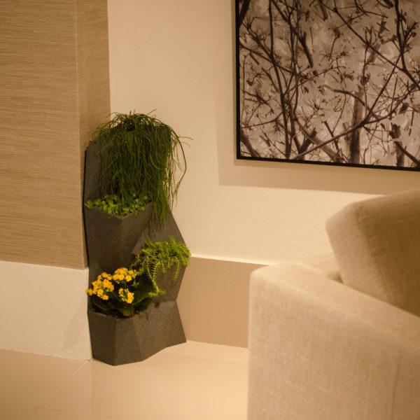 Vaso Vertical Angolo 32 76cm x 33cm Cor Grafite