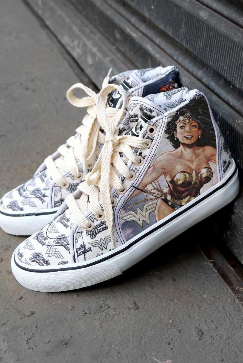 Tênis Cano Alto DC Comics Mulher Maravilha Hyper Retro