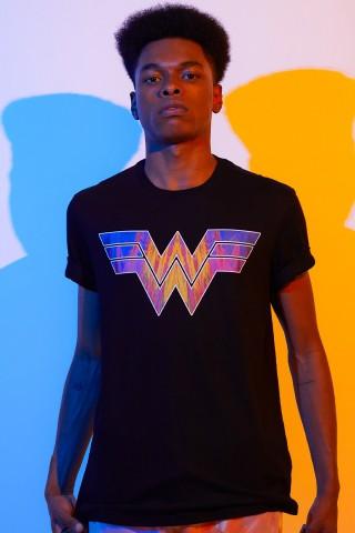 Camiseta Masculina Mulher Maravilha 1984 Logo Style