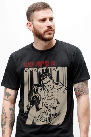 Camiseta Masculina Superman e Mulher Maravilha Somos um bom Time