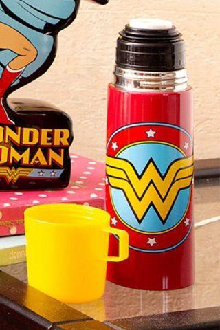 Garrafa Térmica de Inox com Caneca de Plástico Mulher Maravilha Logo