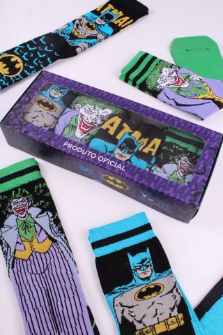 Kit com 4 Meias Cano Alto Batman VS Coringa
