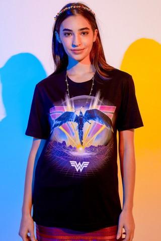 T-shirt Feminina Mulher Maravilha 1984 Asas