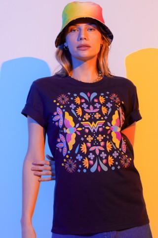 T-shirt Feminina Mulher Maravilha 1984 Cores Florais