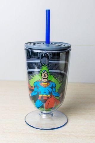 Taça Acrílica Superman Being Attacked