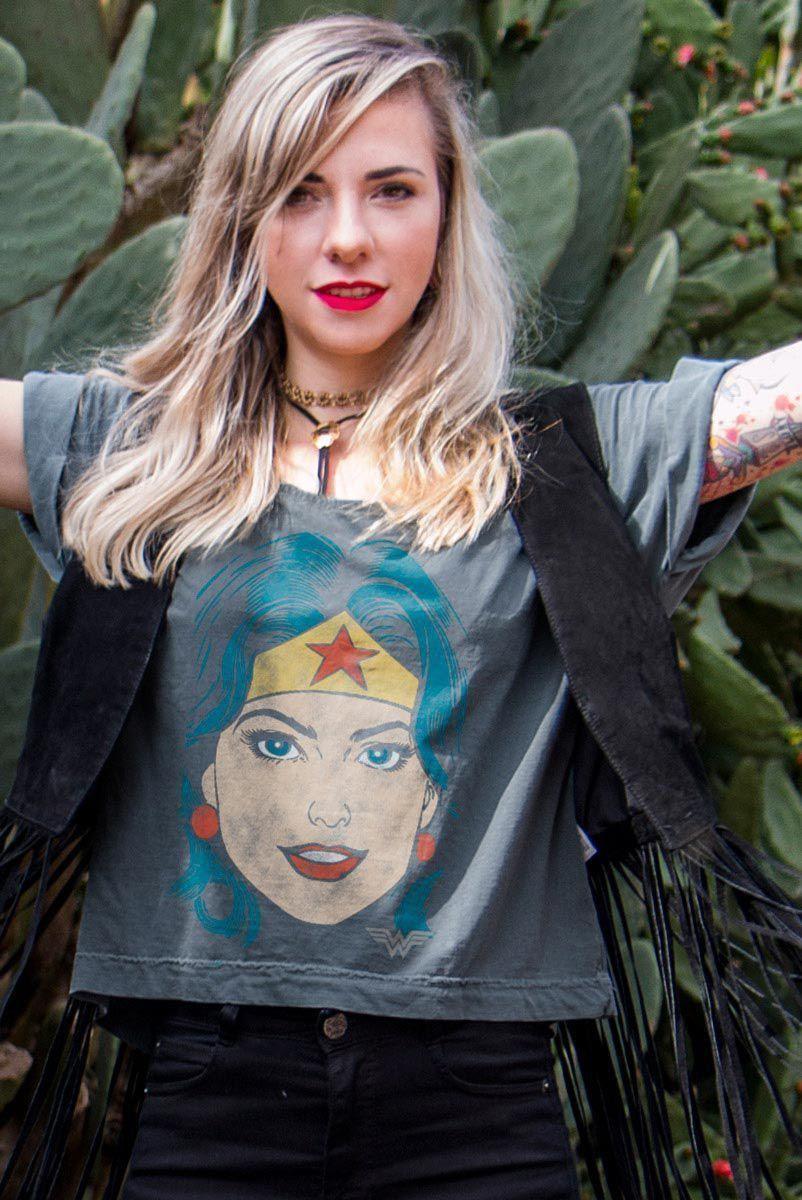 T-shirt Premium Feminina Wonder Woman Pop Culture