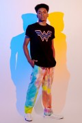 Camiseta Masculina Mulher Maravilha Logo Neon