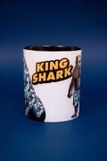 Caneca Esquadrão Suicida King Shark Waves